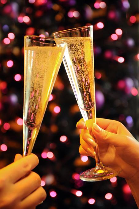 Поднимем бокалы в новый год